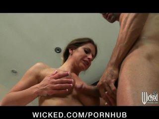 Horny Big-tit Wife Rachel Roxx Is Caught & Fucked In Her Bathtub