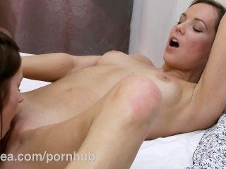 Lesbea Hd Cute College Girl Has Lesbian Experience With Petite Woman