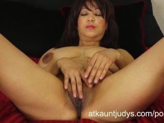 Busty 50-year-old Milf Lala Bond Gets Her Deep Orgasm