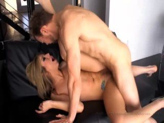 Babe Gets Big Cock In Pussy And Arse Then Cumshot On Face
