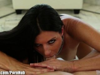 India Summer Is Turned Upside Down For An Extreme Deep Throat!
