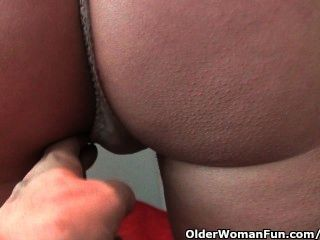 Mature Milf With Hard Nipples And Hairy Pussy Gets Fingered By Photographer