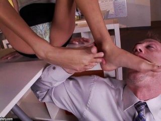 Naughty Latina Janice Griffith Gets Cumshot On Her Feet