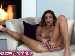 Two Sexy Babes Fingers Themselves