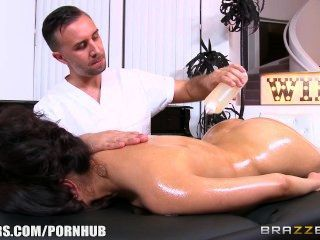 Brazzers - Vicki Chase Gets A Deep Tissue Massage