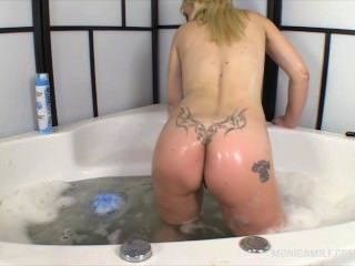 Monicamilf Hot And Wet Masturbating In The Bathtube Norwegian Cleanup