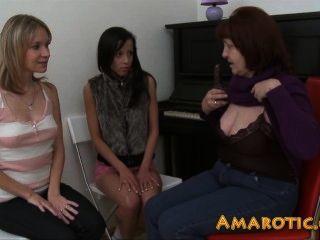 Lesbo Threesome