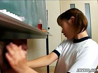 Itsuki Wakana Gives A Nice Handjob