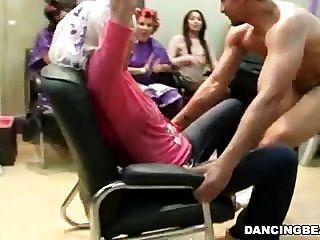 Hair Salon Full Of Horny Women Give Bjs
