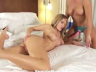 Hot Fitness Girl On Girl Fucking
