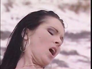 Gloria Gucci - Beach