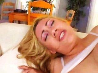 Gwen Diamond Wants Cum On Her Lollipop