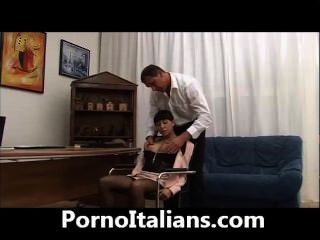 Ragazza Troia Italiana Pompino Al Capo - Slutty Italian Girl Blowjob Boss