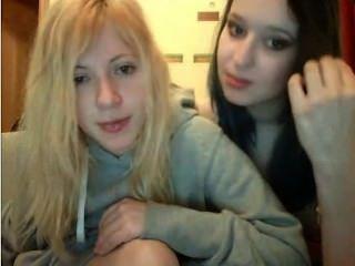 Anateur Webcam 18+ Lesbian Teen Girls Have Fun!