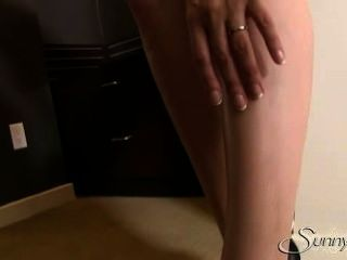 Sexy Sunny Leone Striptease In Hotel Room Mms