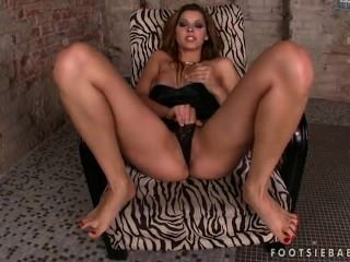 Cindy Hope Shows Off Her Feet And Masturbates