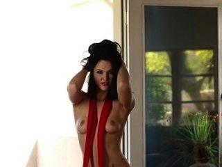 Brunette Temptress Logan Drae Plays With Her Lovely Pussy