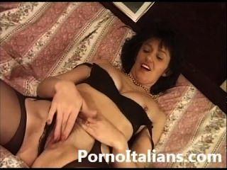 Italian Mature Lady Hairy Pussy Sex - Signora Matura Italiana Figa Pelosa