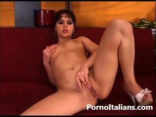 Porno Italiano Figa Depilata Si Masturba . Italian Wife Hot