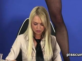 Sensual Lesbo Blonde Filling Gfs Starved Mouth With Hot Piss