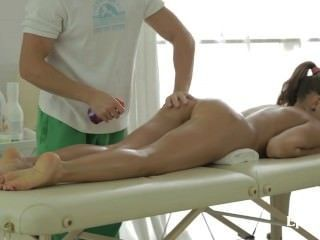 Cute Teen In Passion Massage Fucking