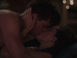 Allison Williams In Girls S02e01 - Topless