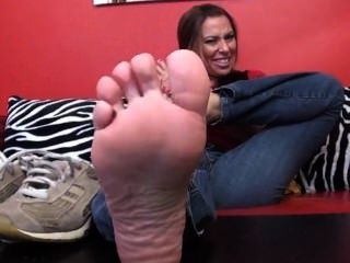 Sneakers No Socks & A Sexy Milf With Some Stank Ass Feet Vinegar