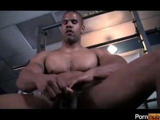 Black Guy Gets Off At The Gym