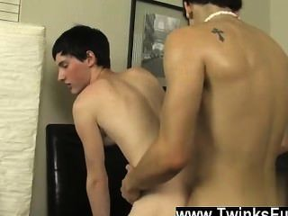 Gay Fuck Noah Is A Ultra-cute And Anxious Bottom Who Starts By Kissing