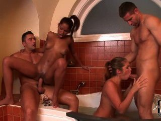Two Couples Sex In The Bathroom