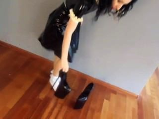 Walking In Extrem Heels