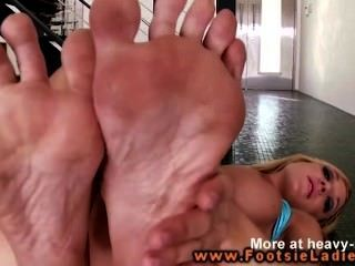 Girl Rubbing Her Feet While Masturbating!