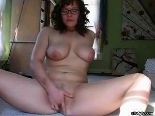 Vanessa Ma Belle Fille Une Sacré Cochonne Se Touche Devant Sa Webcam