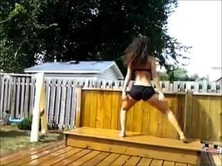Omg!!! White Girl Twerking Skills!!!.