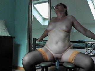 Mit Einem Dicken Dildo Reite Ich Mich Auf Dem Fickstuhl Zum Orgasmus