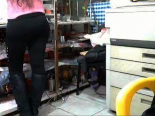 Türk Kızı Marketçi Güzeli (gizli Kamera Amını Okşuyor)