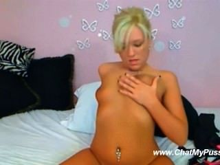 Blonde On Webcam Fucks Herself - Chatmypussy.com