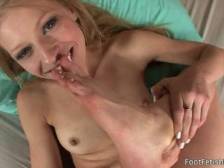 Avril Hall Sucking Her Sexy Feet