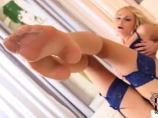 Ivana Sugar Masturbating And Playing With Her Feet