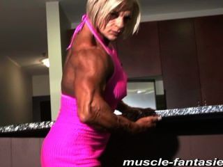 Mature Muscle Monster Sue Shows Off Her Hard Veiny Body