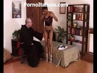The Black Girl Does Blowjob To The Friar La Ragazza Nera Fa Pompino Frate