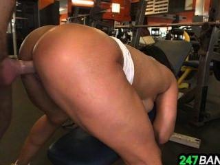 Tight Body-builder Pussy Becca Diamond Fucked Hard_1.8