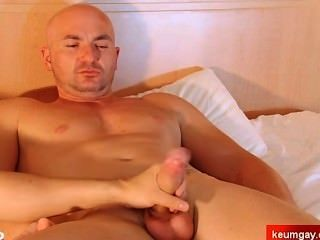 1srt Time For A Straight Guy Get Wanked Despite Of Him !