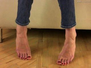 Hainas Long Toes