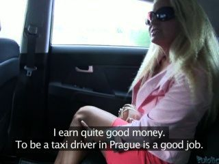 В машине с блондой