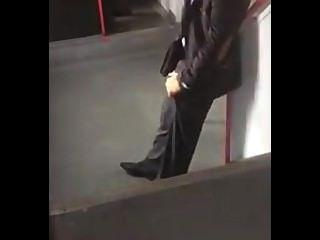 Espiando A Un Hombre Erecto