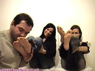 Two Girls Feet Sniffing