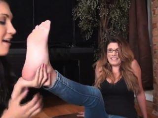 Teen Girl Lick Milf Feet