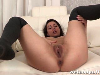 Amazing Squirt Makes This Teen Girl Giggle