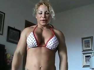 Female Bodybuilder Strength Feat